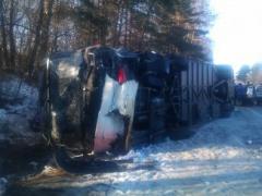 На Львівщині туристичний автобус зіткнувся з автомобілем – загинули  2 людини - фото