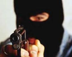 У Миколаєві озброєні злочинці пограбували відділення банку - фото
