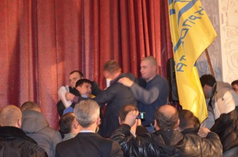 Побили народного депутата від «Свободи» Леонова - фото