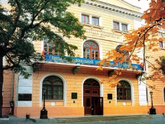 В Одесі з вікна викинувся 80-річний професор - фото