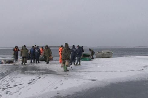 На Полтавщині від берега відірвалася крижина з 41 рибалкою - фото