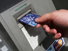 Працівниця банку спустошила рахунок клієнта банку на 400 тисяч - фото