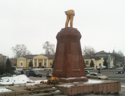 В Охтирці від пам'ятника Леніну залишилися лише ноги - фото