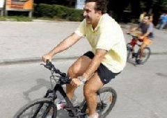 Саакашвілі зламав плече під час катання на велосипеді - фото