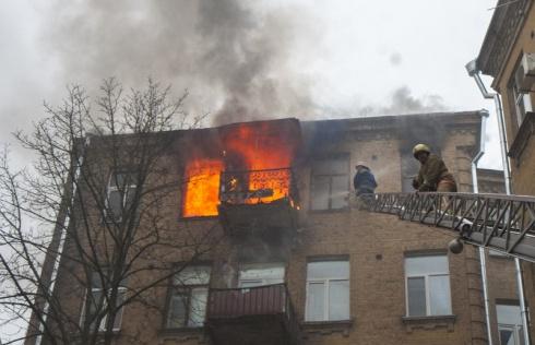 У Києві на Великій Житомирській горіла квартира, є загиблий - фото