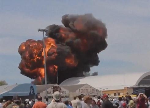 На авіашоу в Мадриді вибухнув літак - фото
