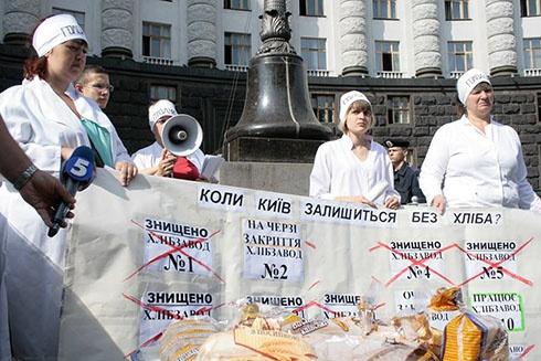 Ще одну учасницю голодування під кабміном поклали в лікарню - фото