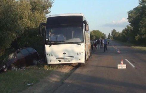 У Чернігівській області водій в'їхав у натовп людей - фото