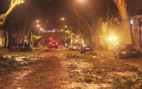 В Одесі пройшов сильний шторм - фото