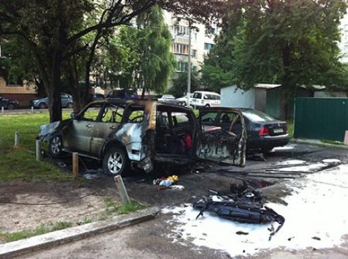 Вночі спалили авто депутата Броварської міськради Романа Сімутіна - фото