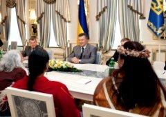 Янукович зустрівся з індіанцями - фото