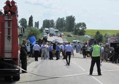На Запоріжжі зіштовхнулися бензовоз і легковик – загинули 4 людини - фото