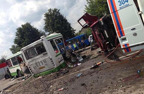 Під Москвою автобус зіткнувся з КамАЗом – загинуло 18 осіб - фото