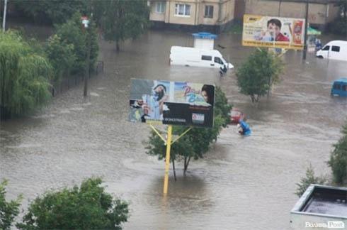 Сильна злива затопила Луцьк - фото