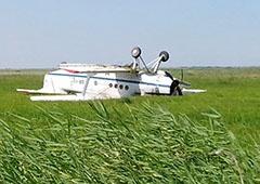 У Криму літак приземлився догори дриґом - фото