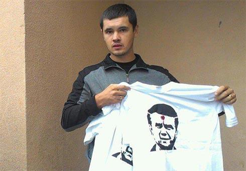 Футболки з «простріляним Януковичем» - кримінальний злочин - фото