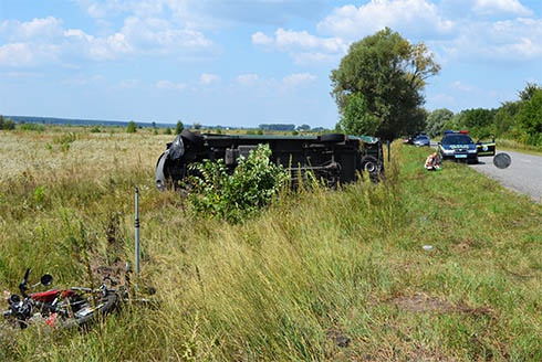 На Київщині мотоцикл зіткнувся з маршруткою – загинули двоє - фото