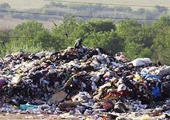 На Рахівщині вже другий день горить сміттєзвалище, людям нічим дихати - фото