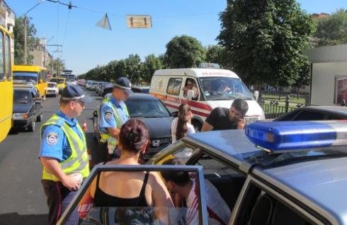 У Полтаві побили водія за те, що він збив жінку - фото