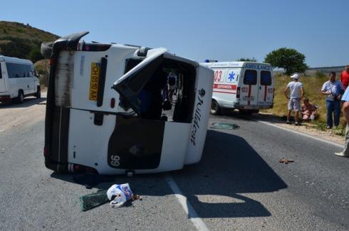 У Севастополі перекинувся автобус, є постраждалі - фото