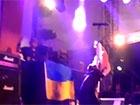 Учасник Bloodhound Gang помочився на український прапор