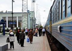 Укрзалізниця призначила до Криму додаткові поїзди - фото