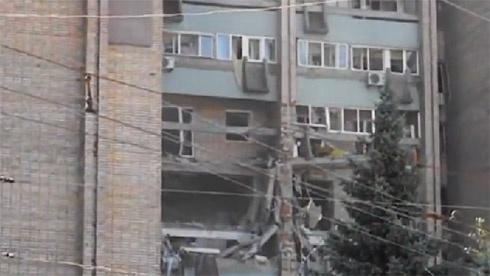 Вибух у житловому будинку в Луганську, є жертви - фото