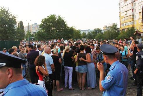 З-за конфлікту на Маяковського, 4 міліція розпочала кримінальне провадження - фото