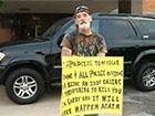 Американський суд зобов'язав чоловіка стояти на вулиці з табличкою «Ідіот»