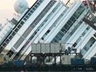 Лайнер Costa Concordia підняли зі дна моря