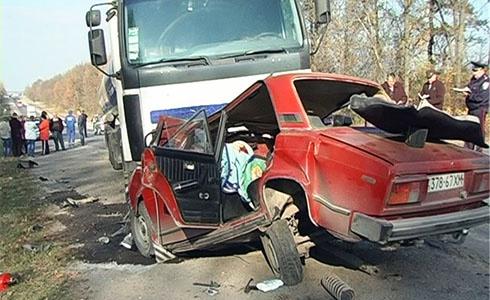 На Хмельниччині водій «Жигулів» виїхав на зустрічну смугу – загинула ціла сім′я - фото