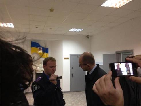 Під стінами Київради затримали кількох активістів - фото