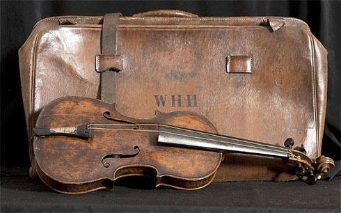 Скрипку з Титаніка продали за 1,44 мільйонів доларів - фото