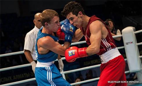Тільки Микола Буценко пройшов до півфіналу чемпіонату світу з боксу - фото