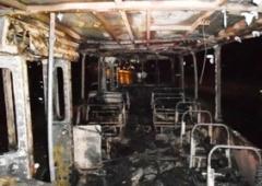 У Чернігові загорівся тролейбус з людьми - фото