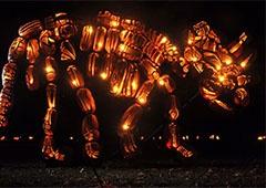 У Нью-Йорку встановили гігантські скульптури з гарбузів, що світяться - фото