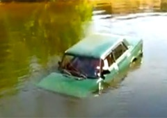 У річці Десна на Чернігівщині затонула автівка з людьми - фото