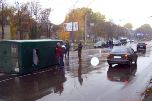 В Сумах міліціонер протаранив маршрутку – постраждало 8 людей - фото