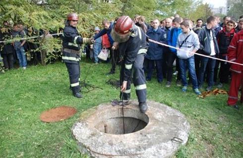 Знайдено тіло дитини, яка провалилась у каналізацію у Львові - фото