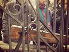 Люди барикадуються на території Михайлівського собору