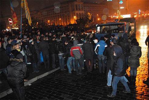 Міліція та комунальники намагались відтіснити київський Євромайдан - фото