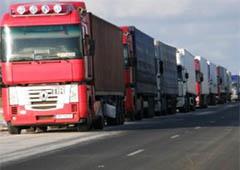На двох пунктах пропуску на кордоні з Росією є черги з вантажівок - фото