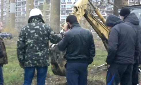 На Княжому затоні знову встановили будівельний паркан - фото