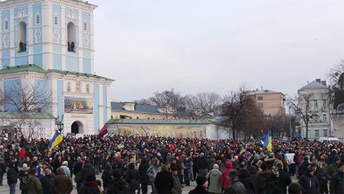 На Михайлівській площі зібрався кількатисячний мітинг - фото