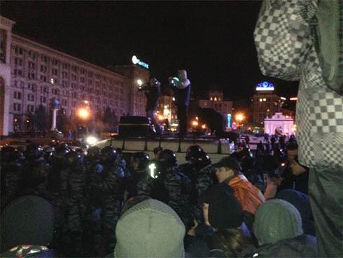 На столичному Євромайдані «Беркут» побив мітингувальників - фото