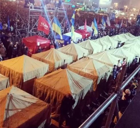 На столичному Євромайдані встановили наметове містечко - фото