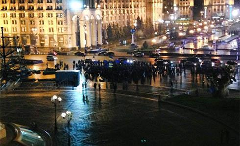 На Майдані збираються люди, невдоволені відмовою влади від євроінтеграції - фото