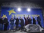 Тимошенко попрохала прибрати політичну символіку з Євромайдану