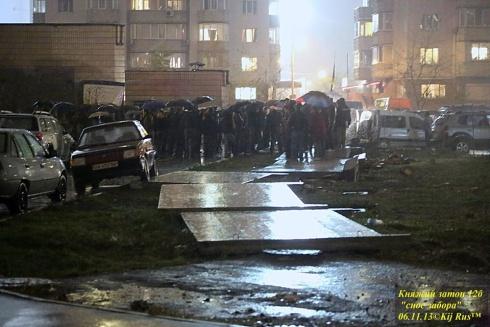 В столиці на Княжому затоні зруйнували паркан чергового забудовника - фото