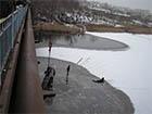Автомобіль з мосту впав у річку – загинули три дитини та жінка-водій